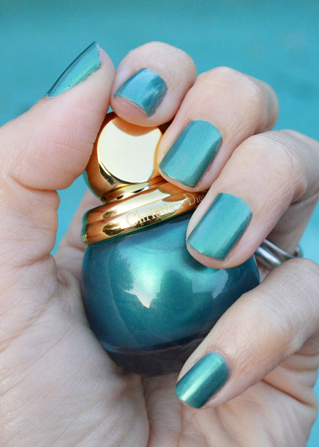 dior holiday 2017 nail polish diorific emerald