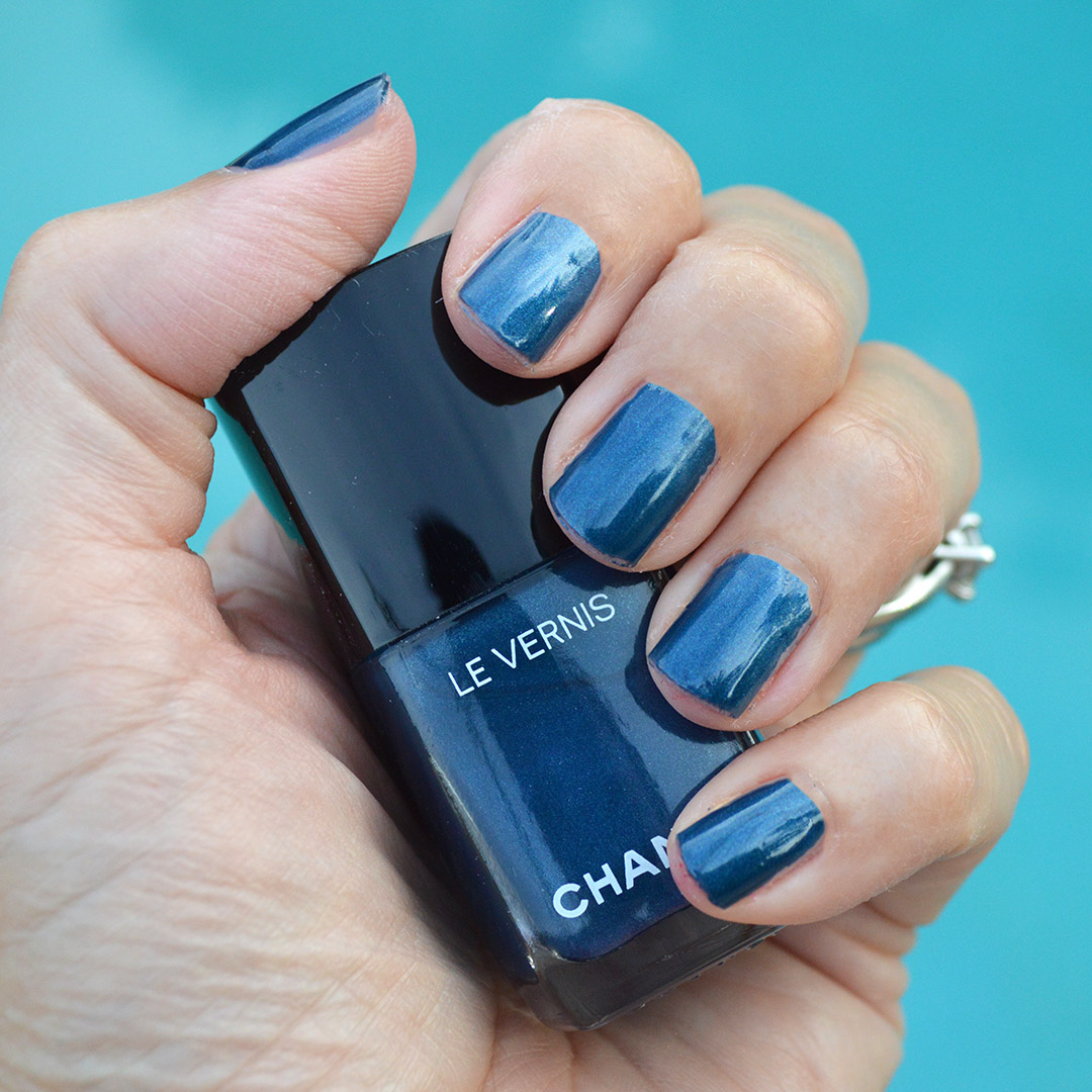chanel radiant blue nail polish summer 2019 review
