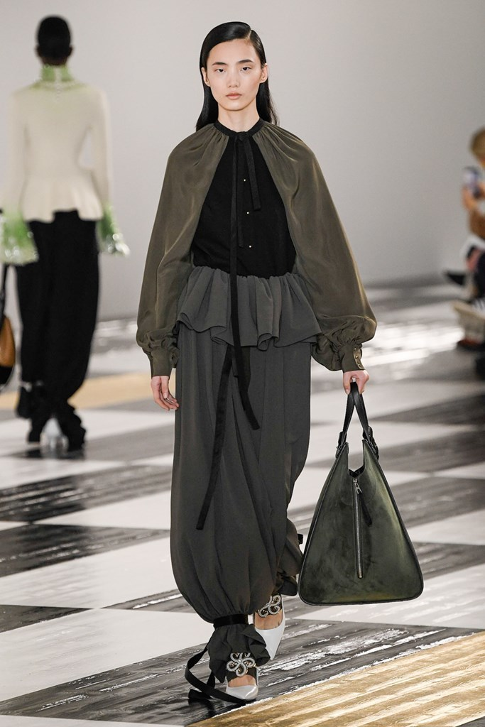 oversize bag trend summer 2020 fall winter 2020